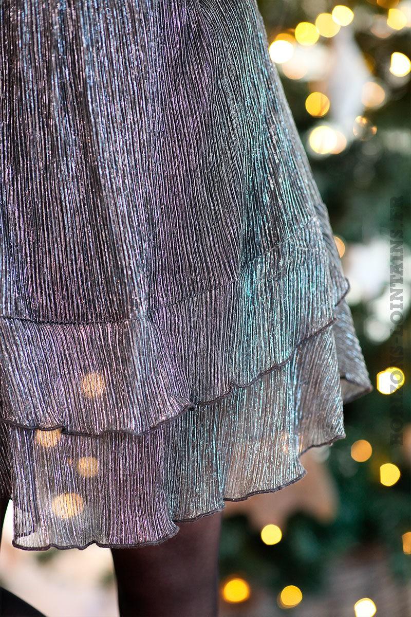 Robe-irisée-argenté-avec-volants-c172