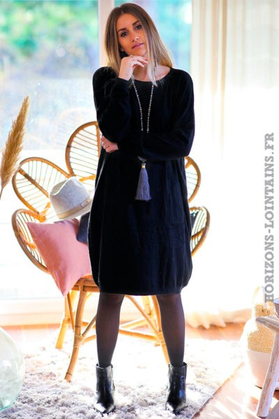 Robe-pull-noire-avec-poches-faux-boutons-dos-C168