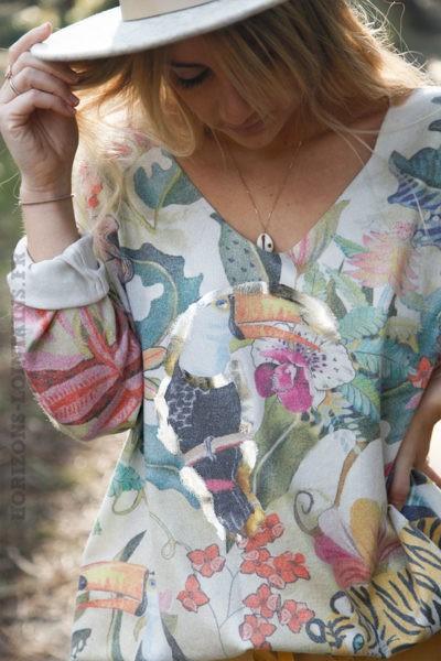 Pull-tons-jaune-imprimé-jungle-avec-toucans-d11