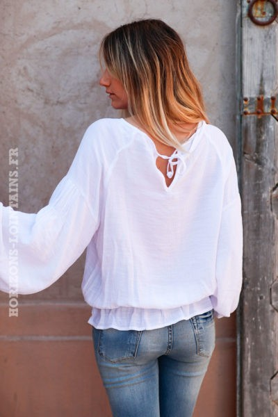 Blouse-blanche-manches-bouffantes-col-rond-d029