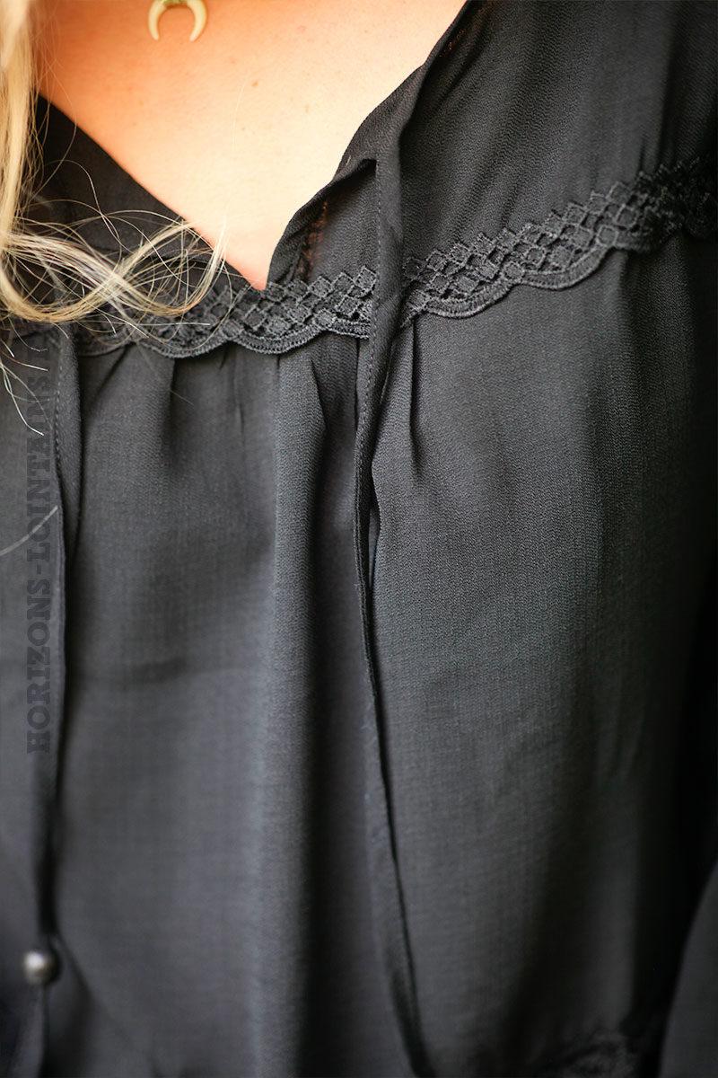 Blouse-noire-en-lin-avec-petite-broderie-c254