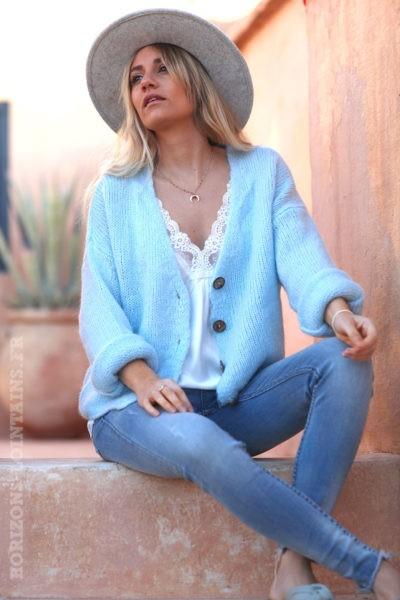 Gilet-bleu-ciel-avec-boutons-femme-hippie-look-bohème-col-V-D001