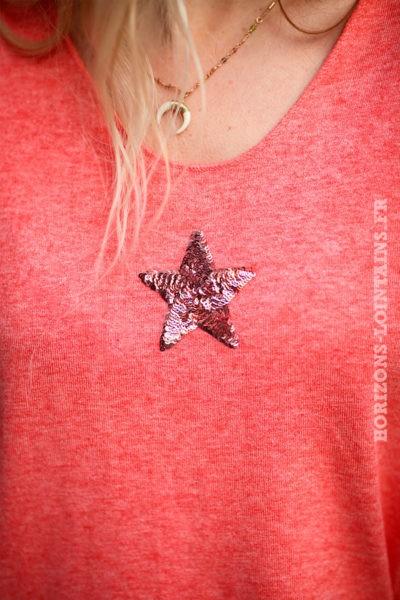 Pull-corail-col-v-petite-étoile-sequins-c176