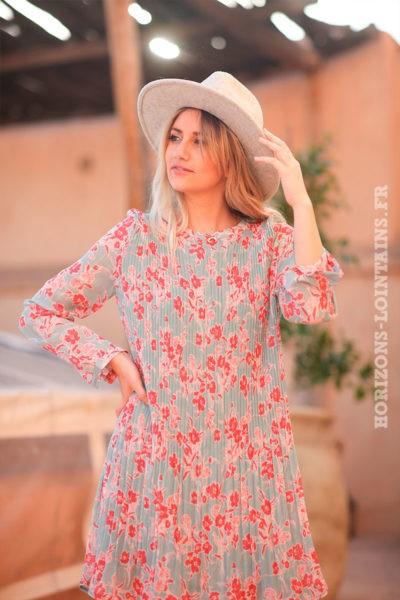Robe-plissée-vert-céladon-clair-imprimé-fleurs-rose-d009