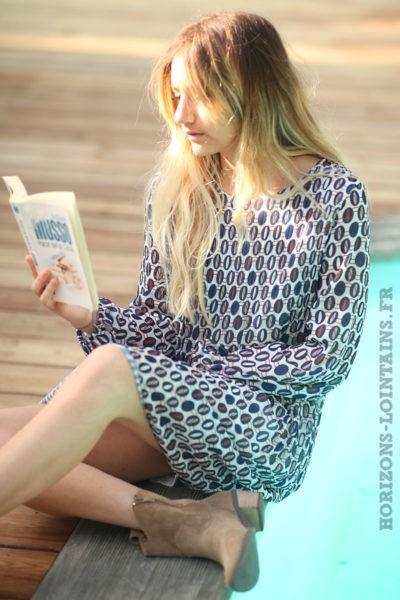 Robe-bleu-marine-fluide-plissée-motifs-arrondis-robes-esprit-bohème-style-hippie-D026