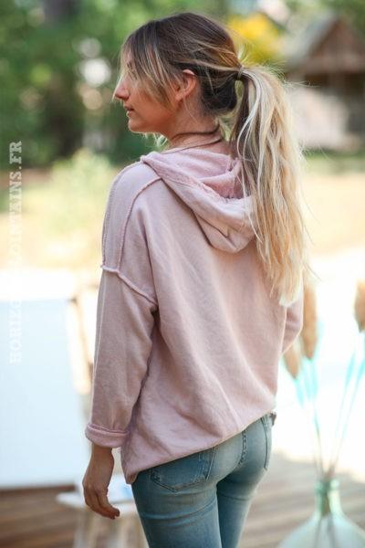 Sweat-à-capuche-rose-poudré-confort-message-en-relief--d032
