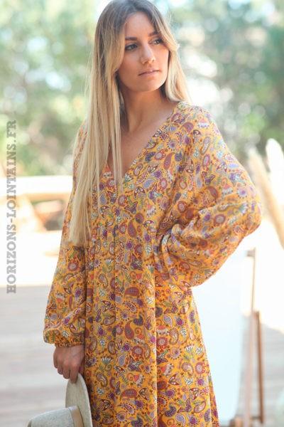 Robe-longue-jaune-col-V-motifs-petites-fleurs-et-cachemire-d017