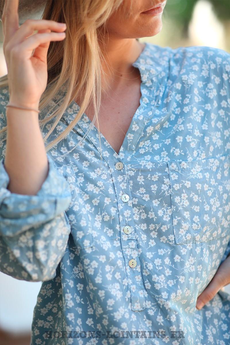 Tunique-bleu-ciel-boutons-poches-motifs-petites-fleurs-esprit-bohème-style-hippie-D071