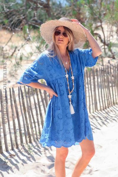 Robe-bleu-roi-manches-courtes-col-V-pompon-broderie-anglaise-fleurs-d45