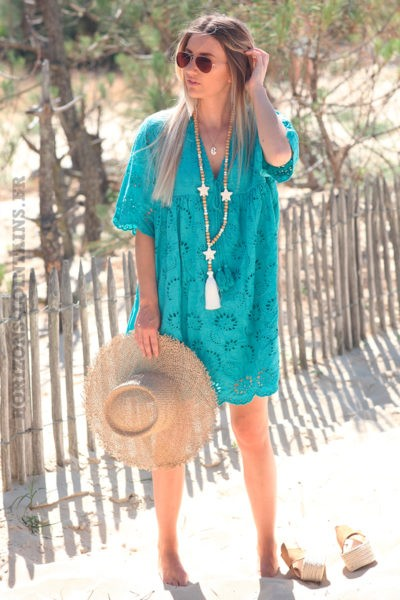 Robe-turquoise-manches-courtes-col-V-pompon-broderie-anglaise-fleurs-d45