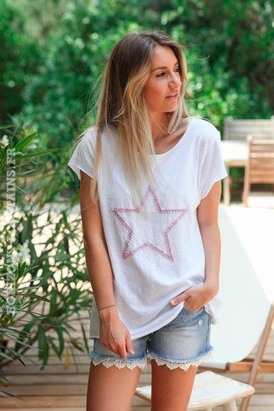 Tshirt-blanc-en-coton-avec-étoile-brodée-rose-foncé-d100
