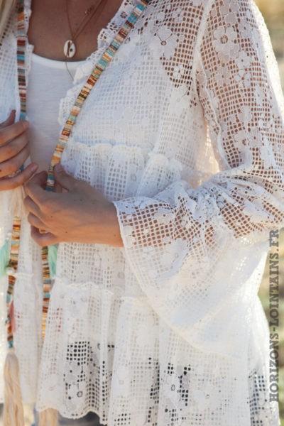 Veste blanc cassé en broderie ajourée