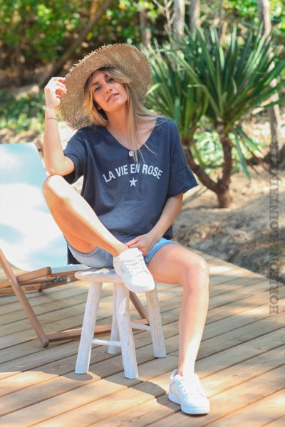 "T-shirt bleu marine ""La vie en rose"""
