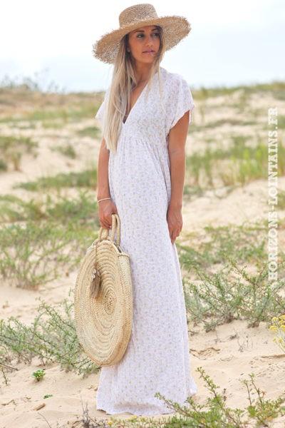 Robe-longue-blanche-fleurie-avec-losanges-dorés-robes-esprit-bohème-hippie-D064