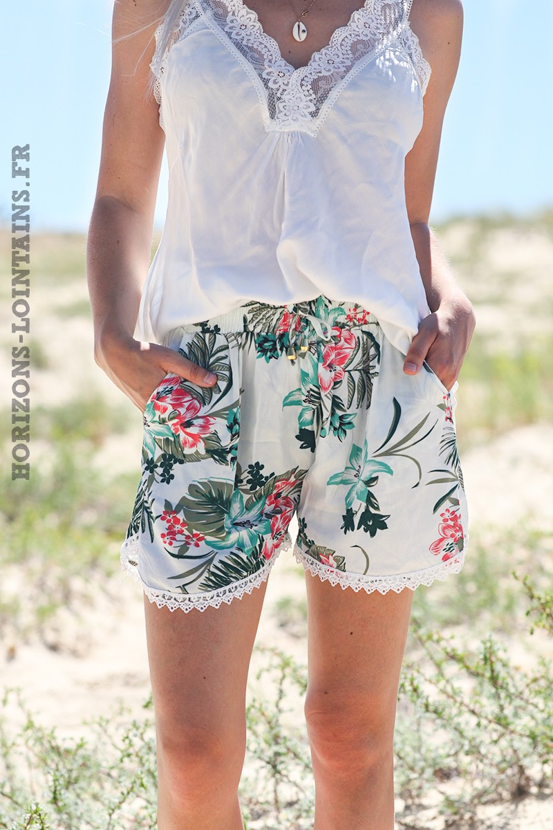 Short-léger-blanc-cassé-imprimé-fleurs-exotiques-shorts-femme-confortable-bohème-D044