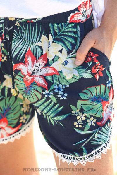 Short-léger-bleu-marine-imprimé-fleurs-exotiques-shorts-femme-confortable-bohème-D044