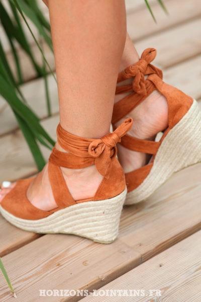 chaussure-compensées-lacet-a-la-cheville-suedine-et-corde