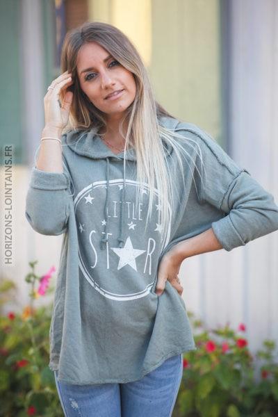 Pull kaki confort à capuche coutures extérieures Little Star d131 2
