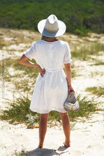 Robe col V blanc coton avec broderie D80 2