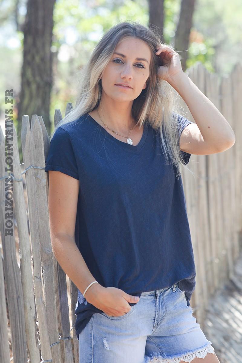 Tshirt-bleu-marine-col-V-basique-en-lin--d129