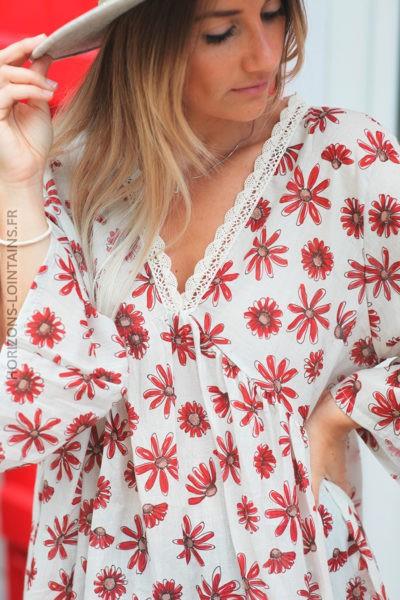 Tunique écrue motifs marguerites rouge et col dentelle d135 2