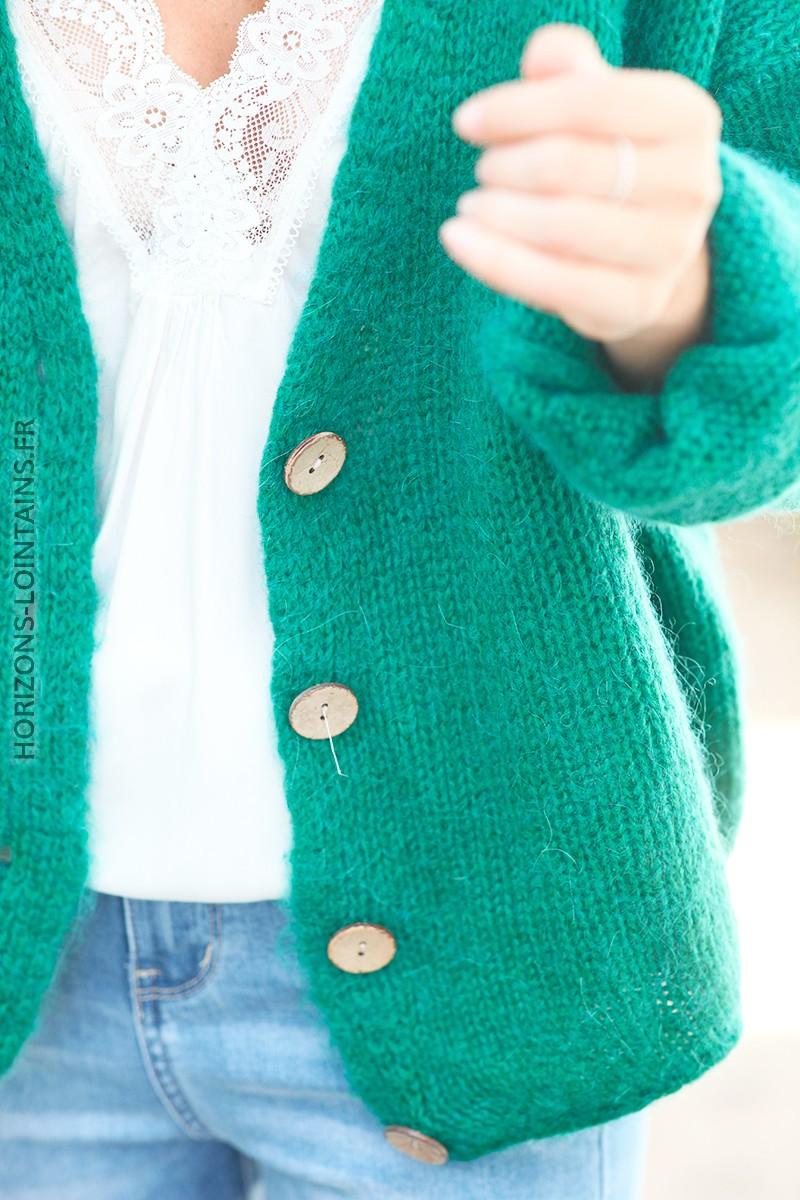 Gilet vert col v bouton bois d001 2