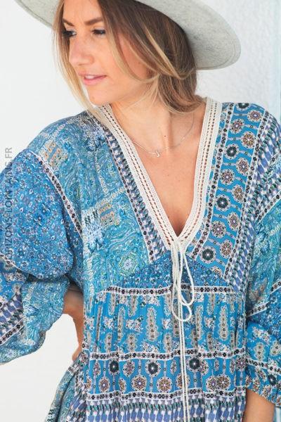 Tunique bleue motifs cachemire avec col dentelle d139 2