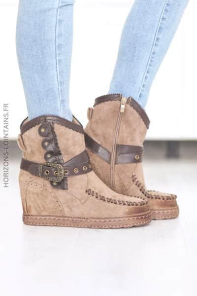 Boots taupe compensées ceinture et clou D28 (1)