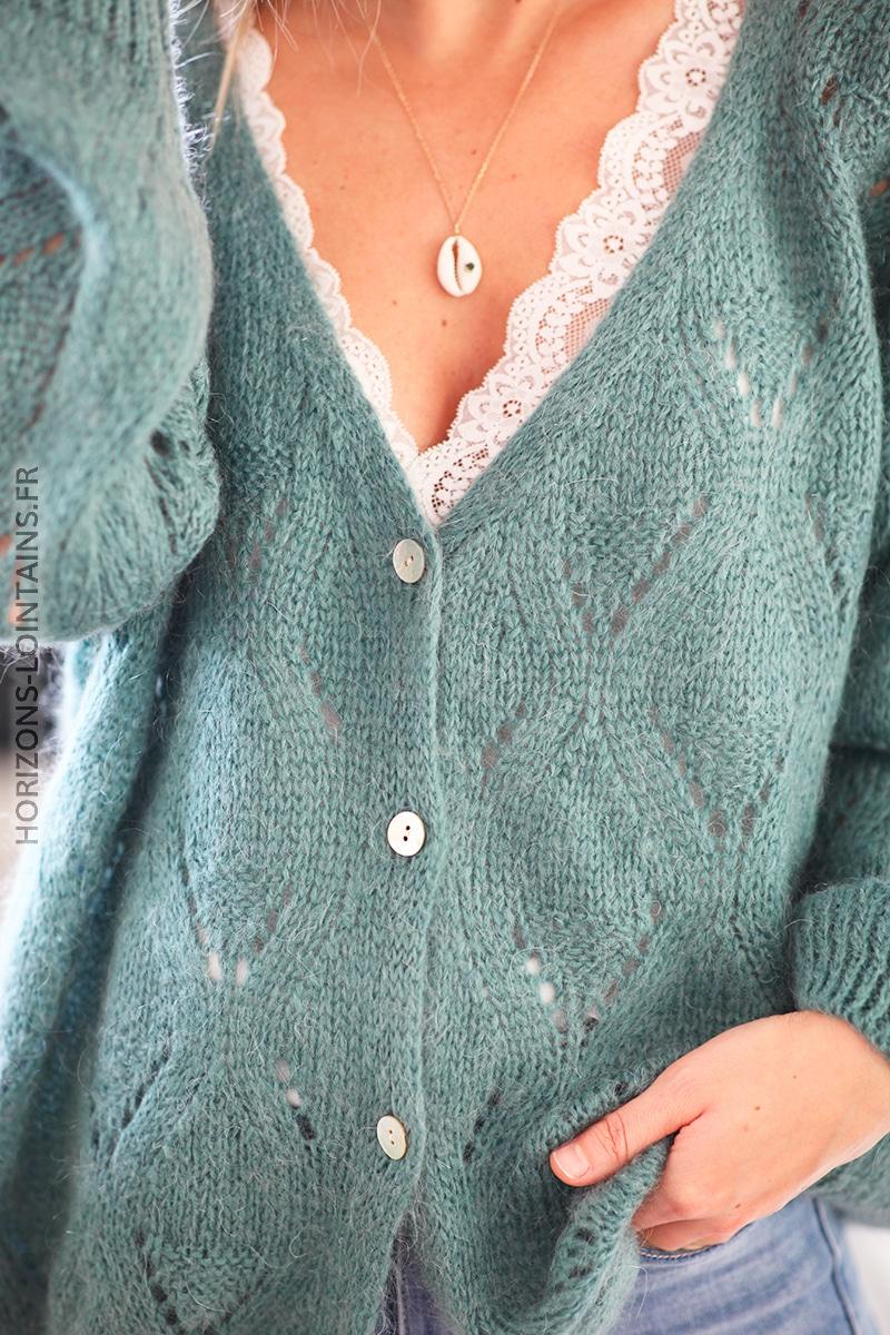 Gilet vert celadon boutonné maille trésée ajourée D026 (1)