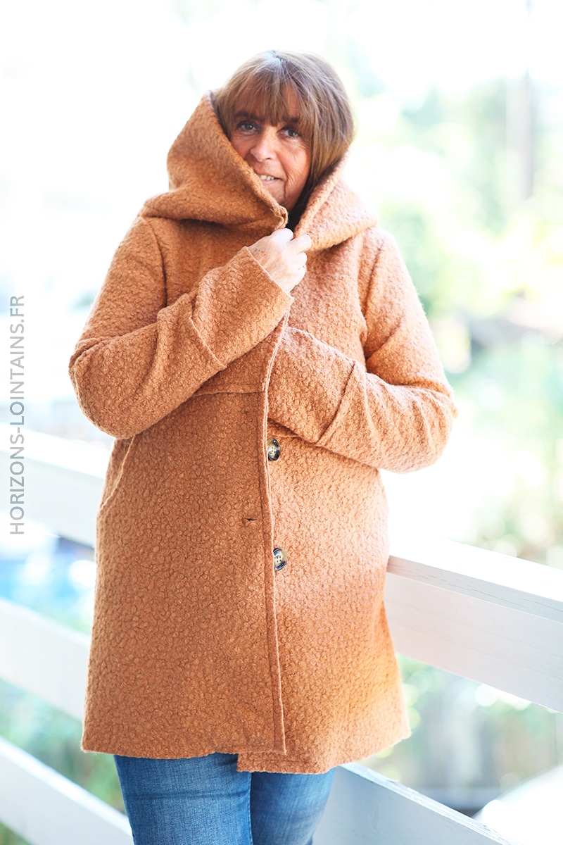 Manteau bouclettes camel à capuche effet laine bouillie