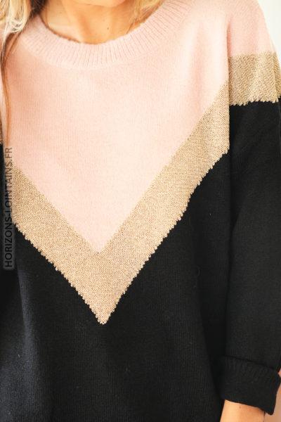 Pull doux noir et rose avec v doré D154 (1)