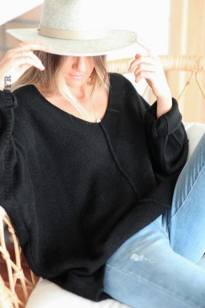 Pull noir manches chauve-souris coutures en relief D181 (1)