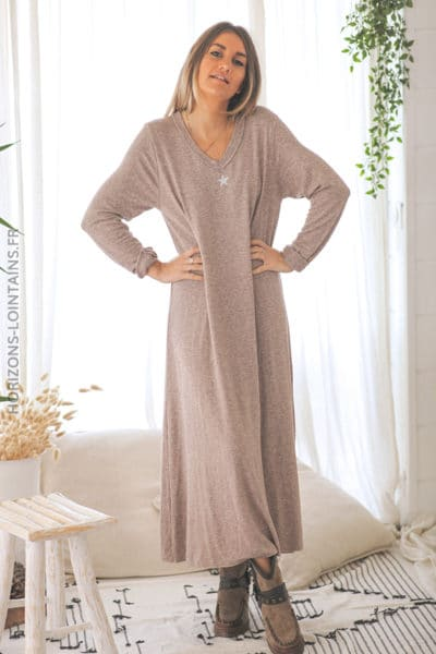 Robe Pull Longue Nude Etoile Et Col Brillants Horizons Lointains