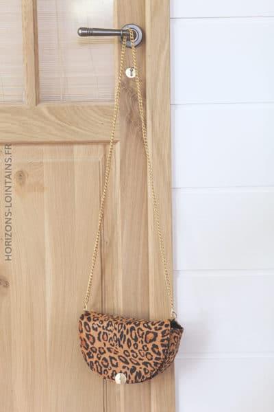 Sac leopard demi lune suedine et bandouliere D19 (1)