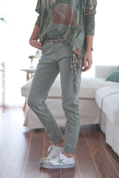 Jean kaki clair avec ceinture tissus motif floral E017 (1)