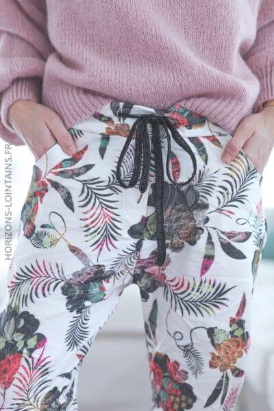 Pantalon écru confort motifs fleurs des iles E021 (1)