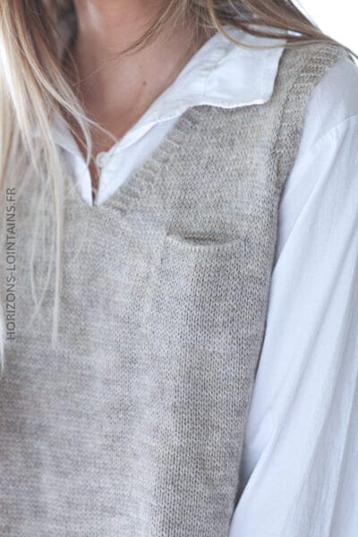 Pull beige chiné sans manche petite poche E008 (1)