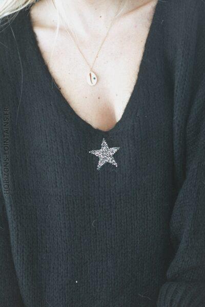 Pull noir en maille avec étoile strass D288 (1)