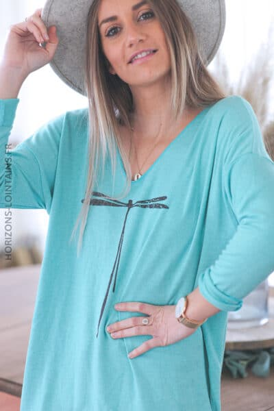 Pull turquoise col V libellule C248 (1)