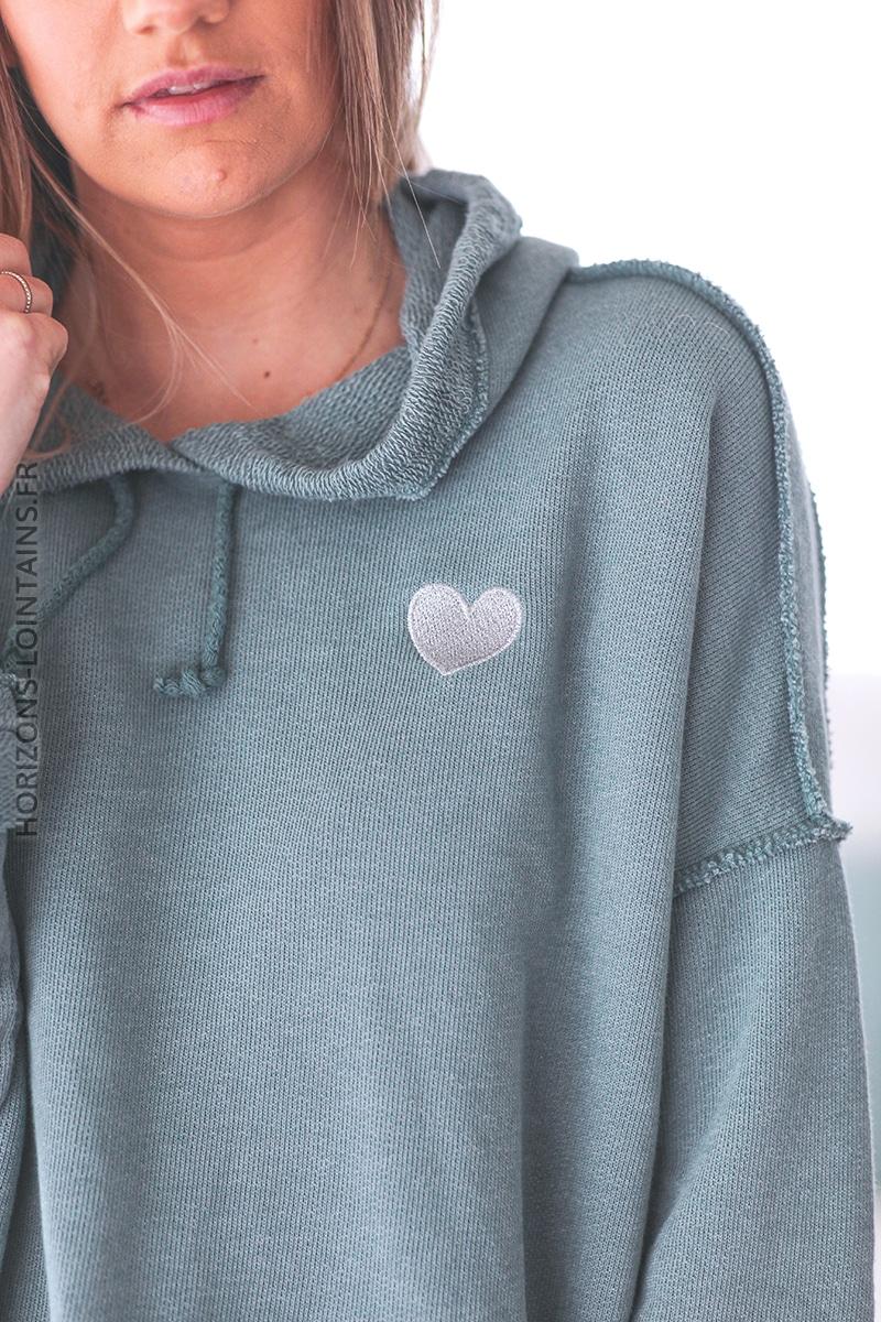 Sweat à capuche vert céladon petit coeur E029 (1)