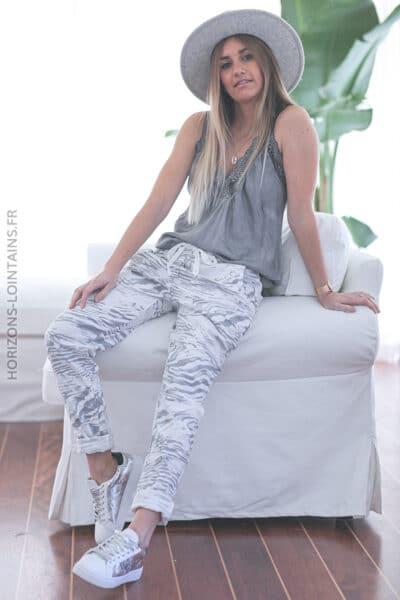 Pantalon blanc cassé confort motif marbré E027 (1)
