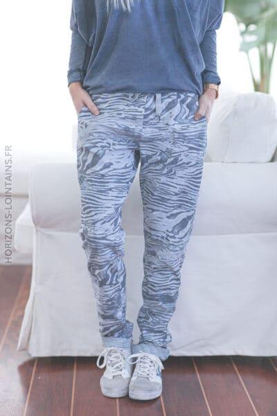 Pantalon bleu ciel confort motif marbré E027 (1)