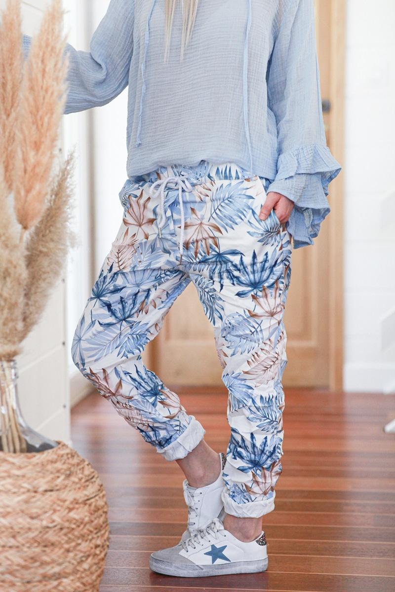 Pantalon confort motif feuilles palmes bleu ciel E019 (7)