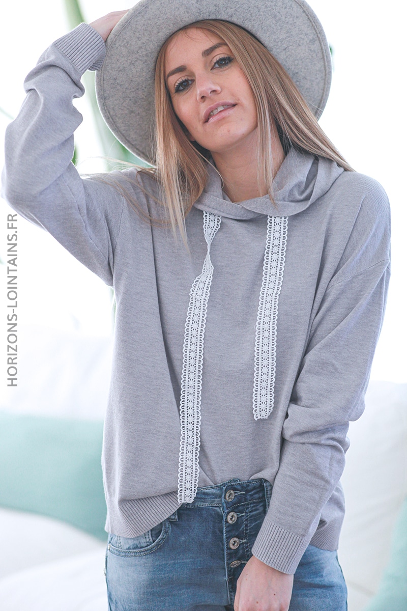 Pull à capuche gris clair cordon broderie anglaise E053 (1)