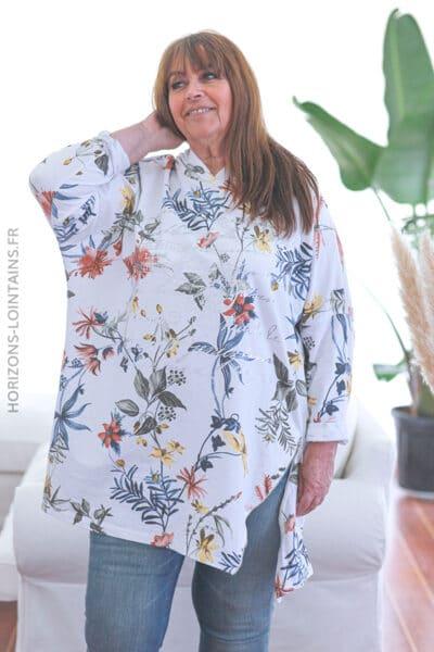 Pull blanc oversize à capuche motif floral E027 (1)
