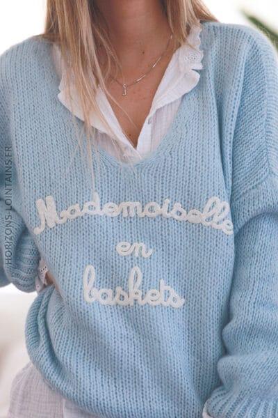 Pull bleu ciel grosses mailles mademoiselle en baskets E071 (1)