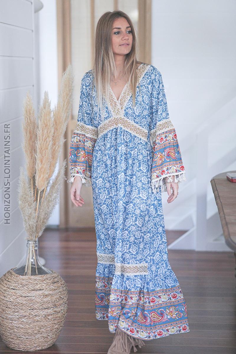 Robe bleu ciel longue bohème col dentelle et pompons E011 (1)